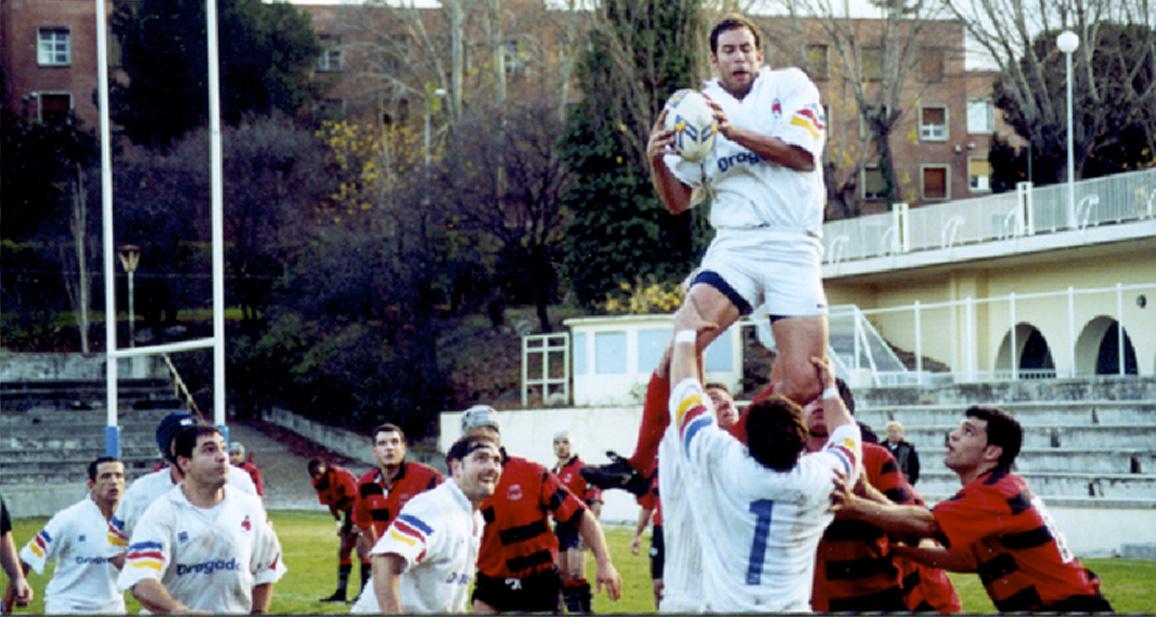 Torben Rankine se hace con la Touch frente al CAU Valencia en 2001.
