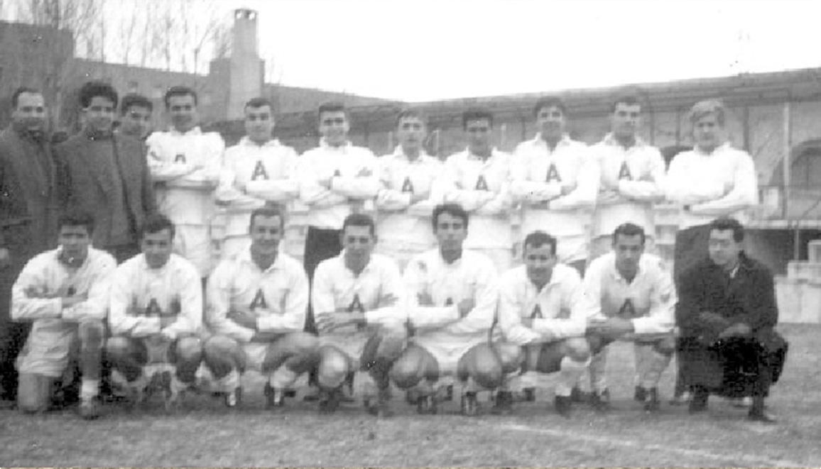 Equipo de Arquitectura Campeón Universitario en 1963, capitaneado por Tanis Quadra-Salcedo